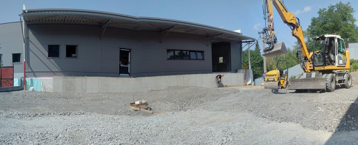 Specializujeme se na stavební práce a autodopravu.